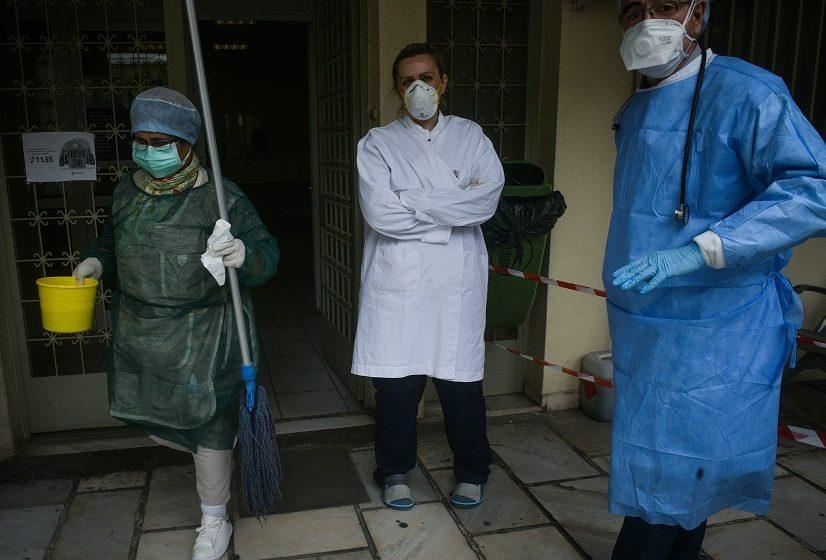 Κατάσταση κρίσης: 6000 ανεμβολίαστοι υγειονομικοί σε αναστολή εργασίας – Παραιτήθηκαν οι γιατροί της ΜΕΘ στο νοσοκομείο Ρεθύμνου