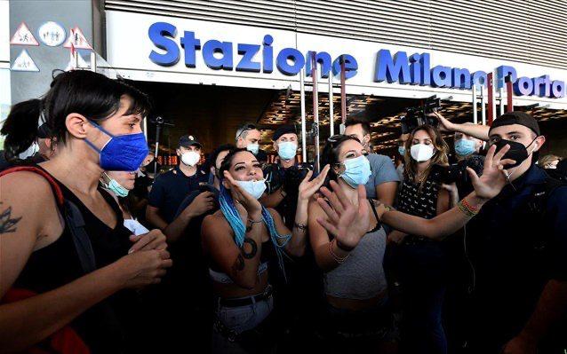 Διαδηλώσεις αντιεμβολιαστών σε Ρώμη και Μιλάνο