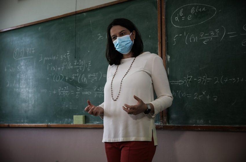 Αλλάζουν τα υγειονομικά πρωτόκολλα σε μαθητές – Τι είπε η Κεραμέως για rapid test και κλείσιμο τμημάτων (vid)