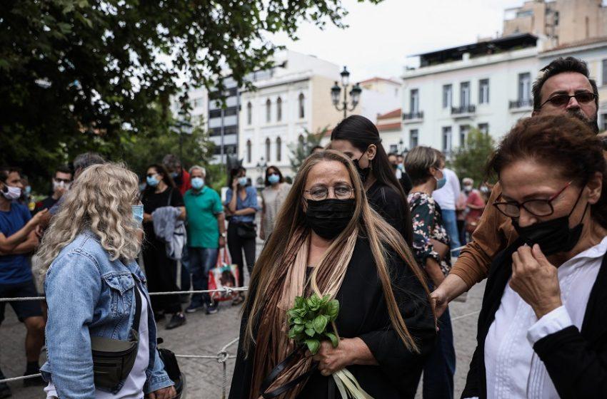Συγκλόνισε η Μαρίζα Κωχ: Γιατί λείπει η ελληνική σημαία από το φέρετρο του Μίκη;