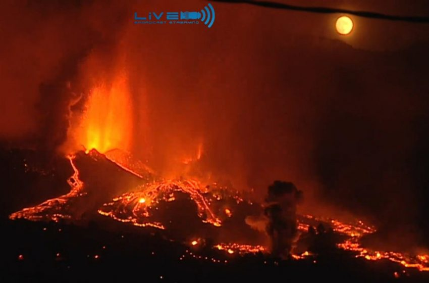 Κανάρια Νησιά: Κάτοικοι εγκαταλείπουν τις εστίες τους – Ασταμάτητη η λάβα συνεχίζει να ρέει από το ηφαίστειο