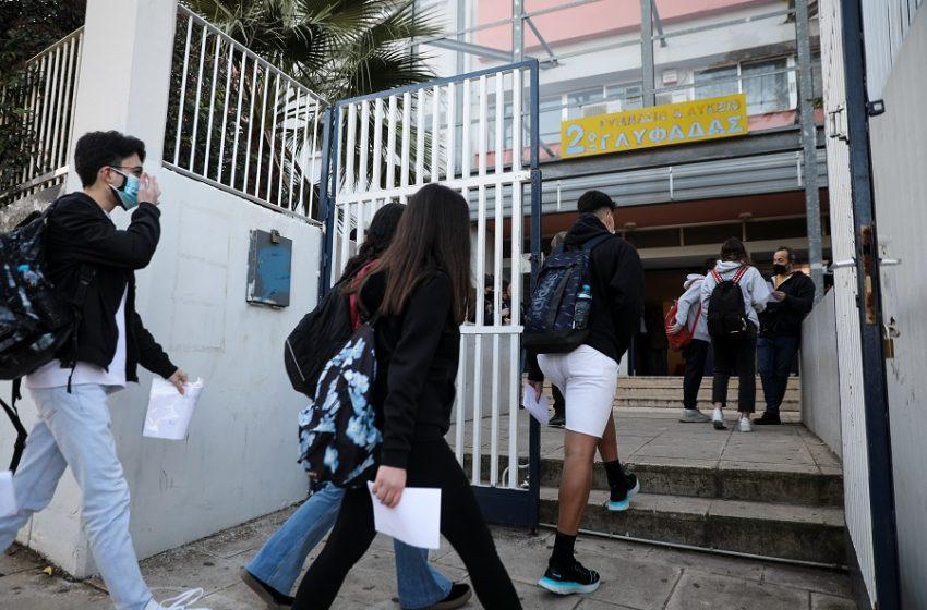 """""""Κρας τεστ"""" τα σχολεία: Επιστροφή με την αγωνία στα ύψη – Τι χρειάζεται να έχουν μαζί τους οι μαθητές, πώς εκδίδεται η σχολική κάρτα"""