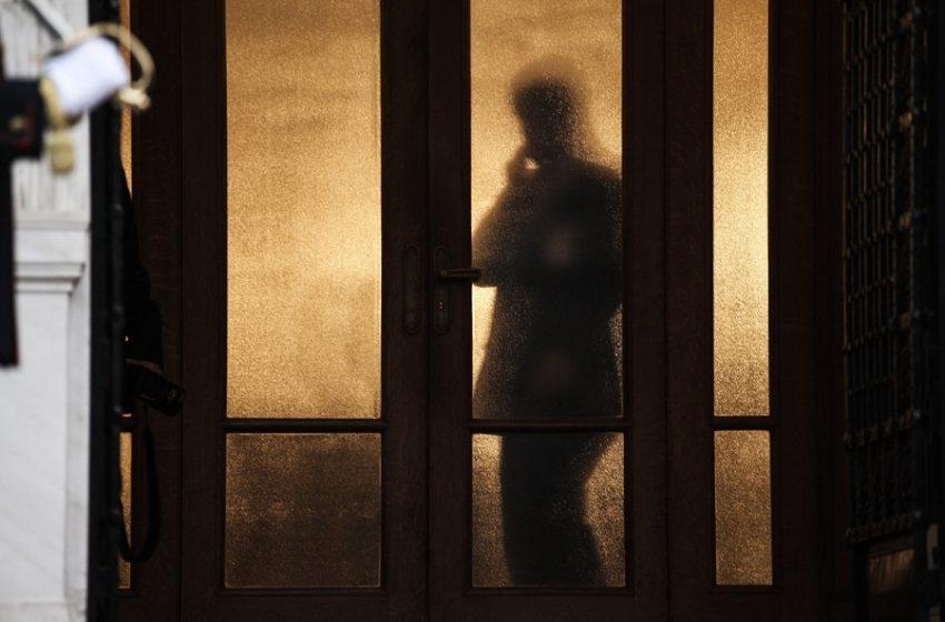 """Η """"μητέρα των μαχών"""" μπροστά στην κάλπη – Πώς σχεδιάζουν στο Μαξίμου την αναβίωση του αντιΣΥΡΙΖΑ μετώπου"""