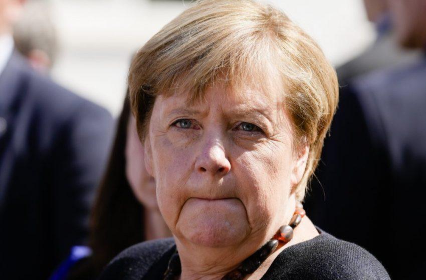 Μέρκελ: Να προστατεύσουμε τη δημοκρατία