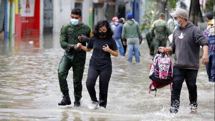 Πλημμύρες στο Μεξικό: Αναπτύχθηκε ο στρατός για να βοηθήσει τους πληγέντες
