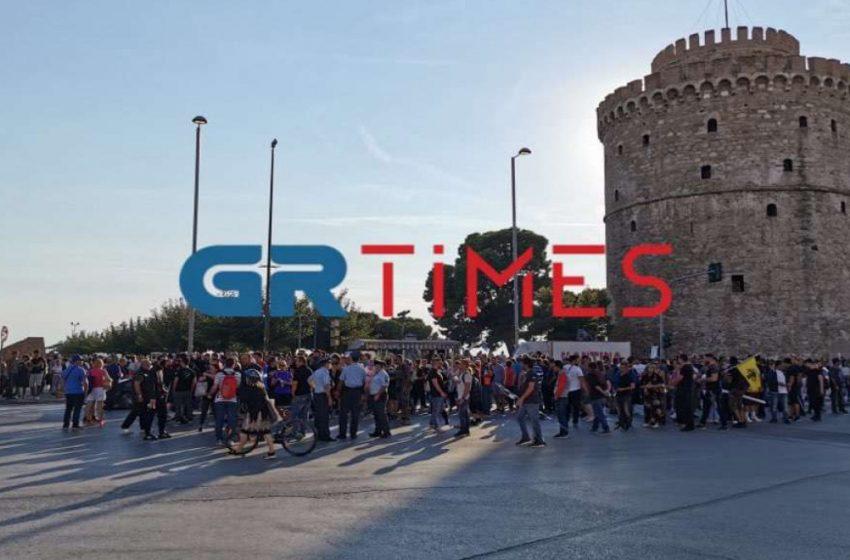 Λευκός Πύργος- Συγκέντρωση αντιεμβολιαστών: Ένταση μεταξύ διαδηλωτών – ΕΛΑΣ