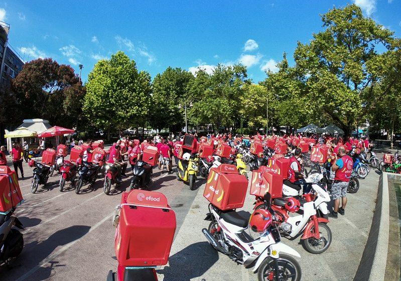 """""""Κοκκίνισε"""" η Αθήνα: Μεγάλη μοτοπορεία διανομέων στην efood – Kινητοποιήσεις σε όλη την Ελλάδα"""