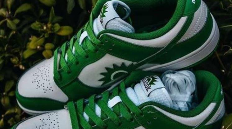Χαμός με τα viral παπούτσια… ΜΠΑΣΟΚ (εικόνες)