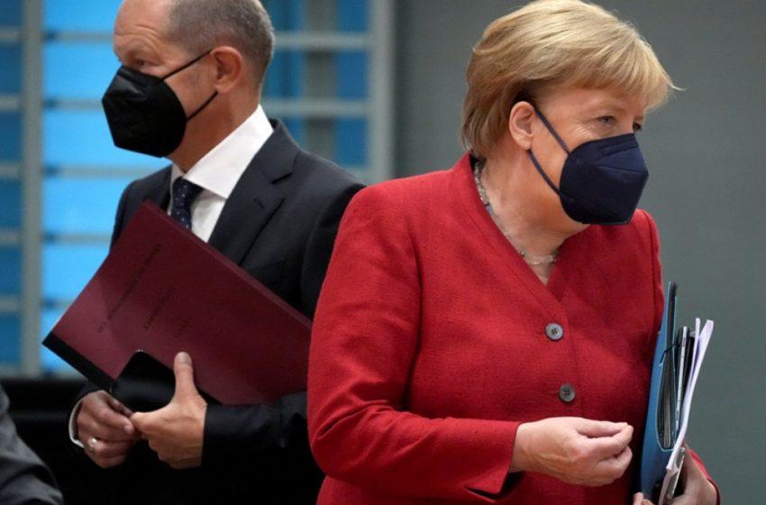 Γερμανία: Η Μέρκελ συνεχάρη τον Σολτς με καθυστέρηση τριών ημερών