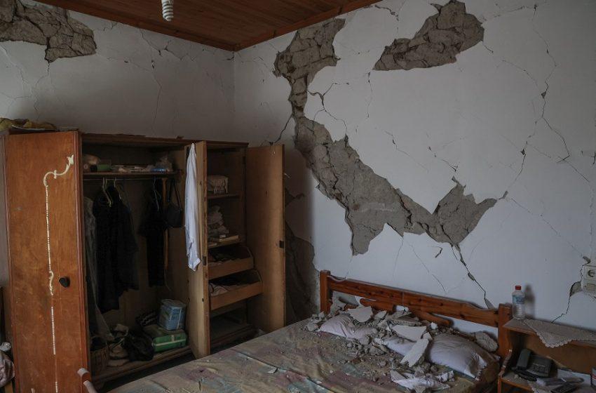 """Αρκαλοχώρι: Απόγνωση στα ερείπια – """"Με κάθε σεισμό το σπίτι μου καταρρέει"""" (vid)"""