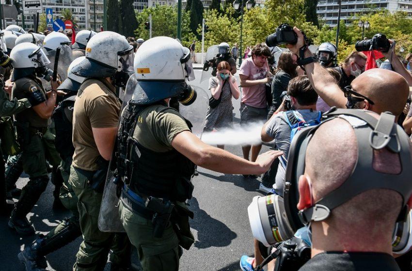 Μαθητικό Συλλαλητήριο: Ένταση και χημικά στη μεγάλη διαδήλωση κατά της  Ελάχιστης Βάσης Εισαγωγής (vid)