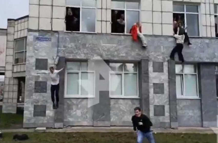 Ρωσία: Η στιγμή της επίθεσης στο Πανεπιστήμιο – Μαθητές πηδούν από τα παράθυρα για να σωθούν (vid)