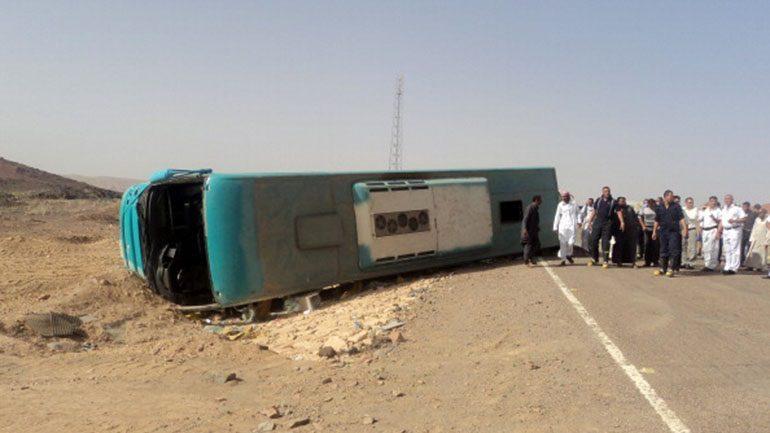 Δώδεκα νεκροί από την ανατροπή λεωφορείου στο Σουέζ