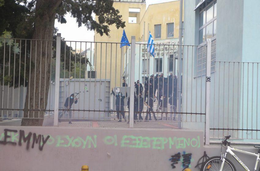 Επεισόδια στο ΕΠΑΛ Σταυρούπολης: Το Υπ. Παιδείας ζήτησε εισαγγελική παρέμβαση – Συγκρούσεις με συλλήψεις και τραυματισμούς
