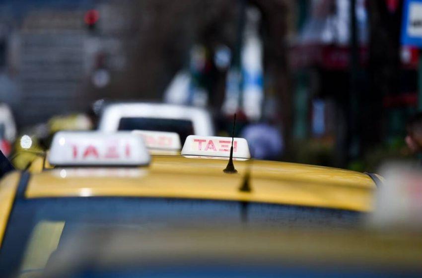 """Χειροπέδες σε επτά οδηγούς ταξί για """"πειραγμένο"""" ταξίμετρο και υπερβολική ταρίφα"""