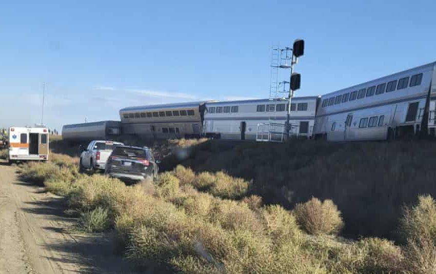 Εκτροχιασμός τρένου: Ανεβαίνει ο αριθμός των νεκρών, πάνω από 50 οι τραυματίες