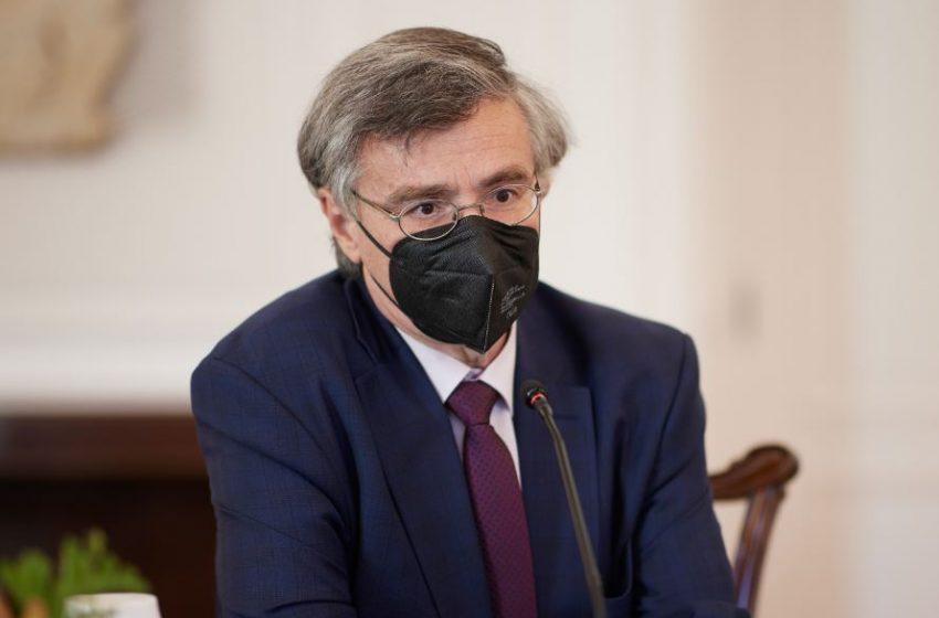 Τσιόδρας: Εμβολιάστηκαν και τα τρία παιδιά του που είναι 12-17 ετών
