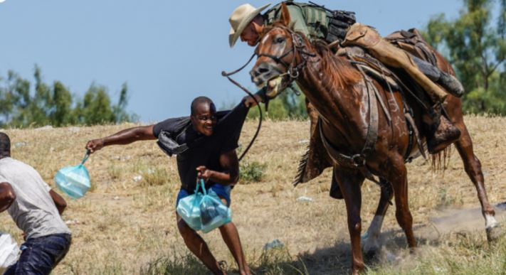 ΗΠΑ: Έφιπποι συνοριοφύλακες κυνηγούν μετανάστες (εικόνες)