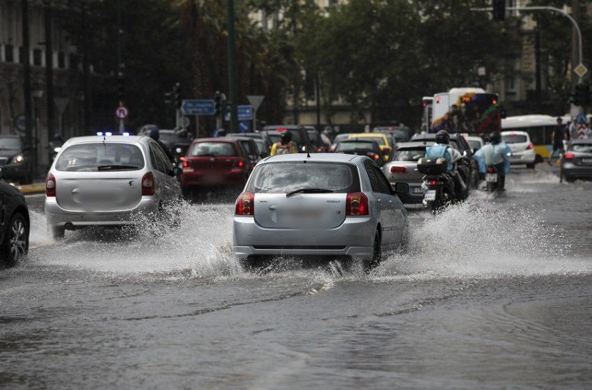 Ο Μπάλλος πλήττει την Αττική: Σφοδρή βροχόπτωση, διακοπές ρεύματος, απίστευτο μποτιλιάρισμα