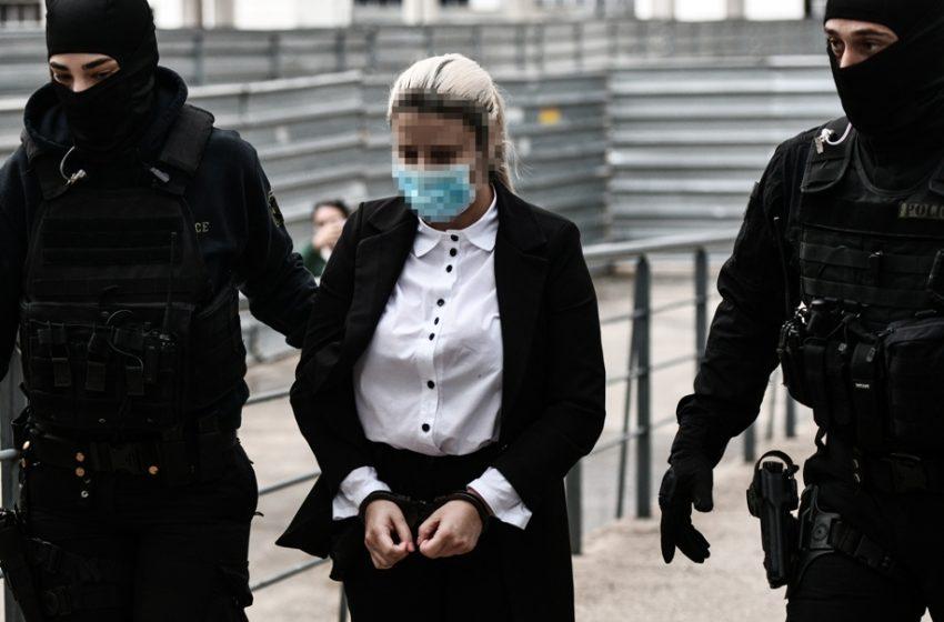 Επίθεση με βιτριόλι – Ολόκληρη η απολογία: Συγκλονιστικοί διάλογοι της κατηγορούμενης με τον εισαγγελέα και τον πρόεδρο της έδρας