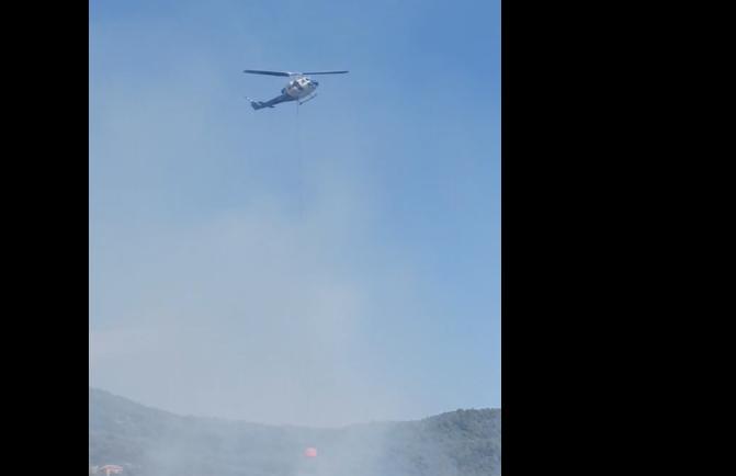 Μεγάλη η φωτιά στη Ναυπακτία: Ζημιές σε σπίτια (vid)