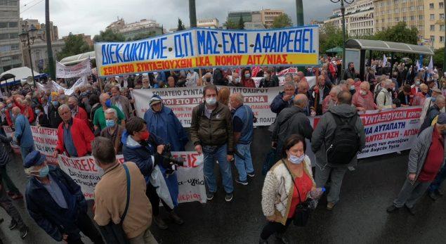 Συγκέντρωση συνταξιούχων στην πλατεία Κλαυθμώνος