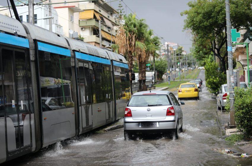 Απομακρύνονται κάτοικοι από επικίνδυνες για πλημμύρες περιοχές, σε Αττική και Βόρεια Εύβοια