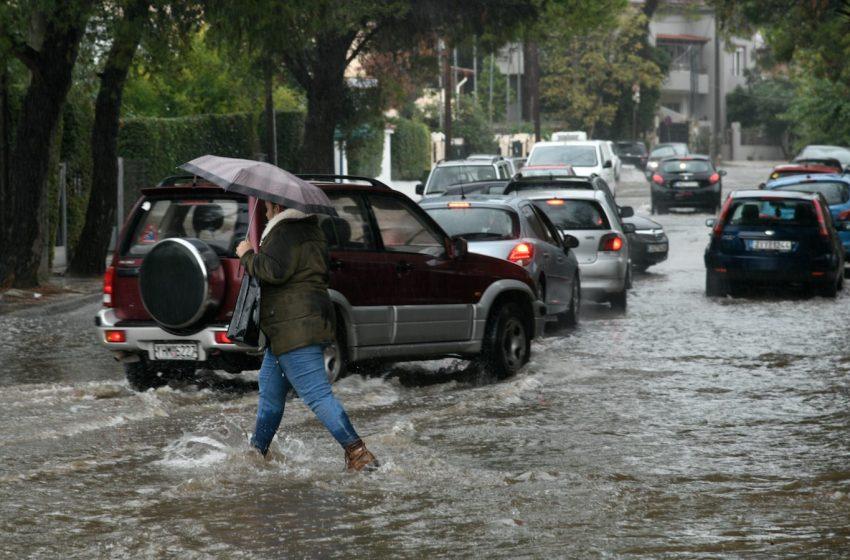 """Στα δύο """"κόπηκε"""" η Κέρκυρα – Πλημμύρες, κατολισθήσεις και ακυρώσεις πτήσεων"""