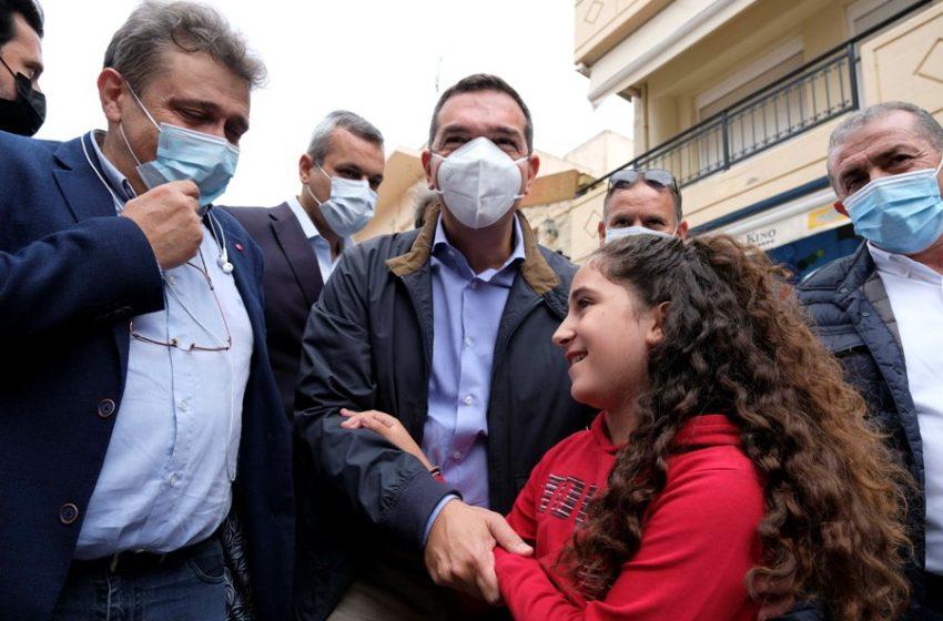 Τσίπρας από Κρήτη: Εισόδημα έκτακτης ανάγκης και αποζημιώσεις – Μη γίνει το Αρκαλοχώρι σαν το Δαμάσι