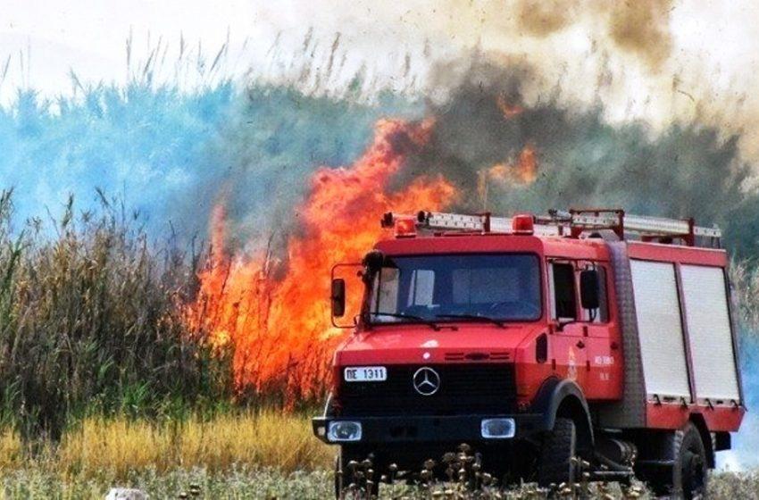 Φωτιά έξω από το στρατιωτικό αεροδρόμιο στον Άραξο