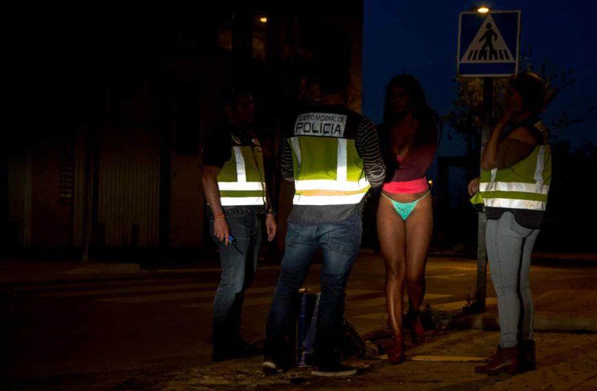 Ισπανία: Το 40% των ανδρών πληρώνουν για σεξ- Ο Σάνσεθ ποινικοποιεί την πορνεία