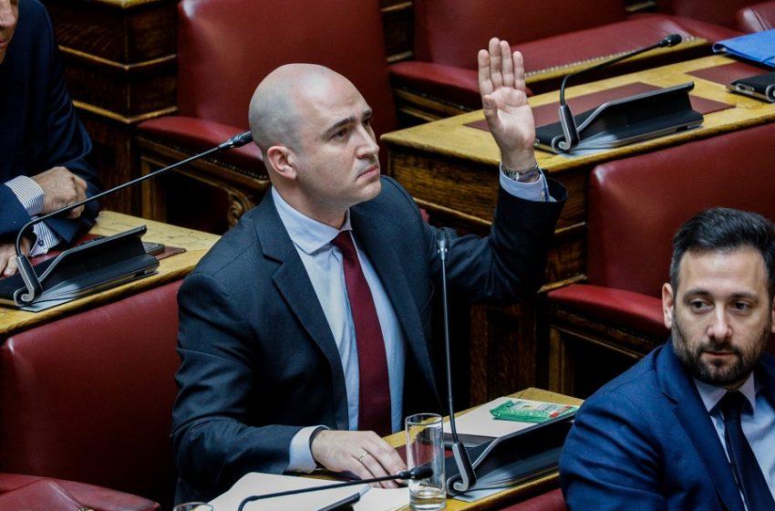 Μπογδάνος για τη διαγραφή του: Στη Βουλή οφείλουμε να λέμε αλήθειες – Η ΝΔ θα συνεχίσει να παίρνει 158 ψήφους