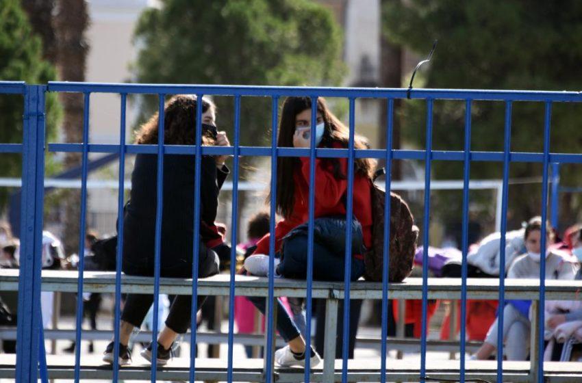 Θύελλα αντιδράσεων για τις συγχωνεύσεις σχολικών τμημάτων- Συνωστίζονται ακόμα και 28 μαθητές ανά τάξη- Αναλυτικά στοιχεία σε ολόκληρη τη χώρα