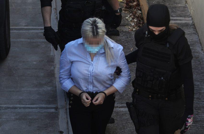 Επίθεση με βιτριόλι: Απολογείται η Έφη Κακαράντζουλα – Θα απαντήσει στο γιατί;