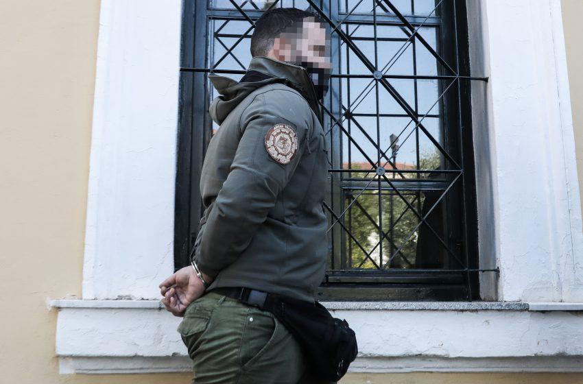 Σε 36 μήνες φυλακή καταδικάστηκε ο 30χρονος για τη φασιστική επίθεση στο Νέο Ηράκλειο