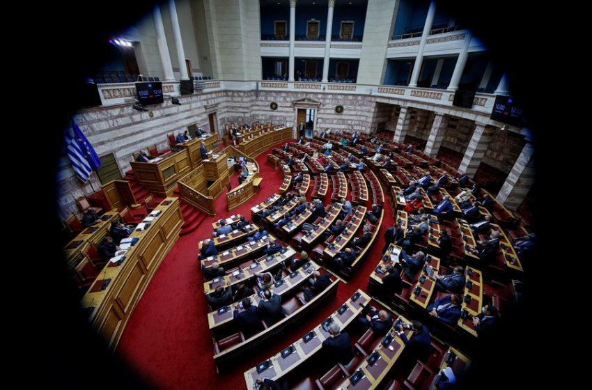 """Εξεταστική για """"λίστες Πέτσα"""" και δημοσκοπήσεις: """"Ναι"""" από όλα τα κόμματα της αντιπολίτευσης στην πρόταση ΣΥΡΙΖΑ"""
