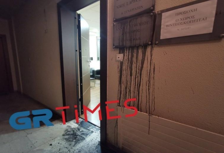 Πέταξαν μπογιές στο γραφείο της Άννας Ευθυμίου – Για θρασύδειλη επίθεση μιλά η βουλευτής της ΝΔ