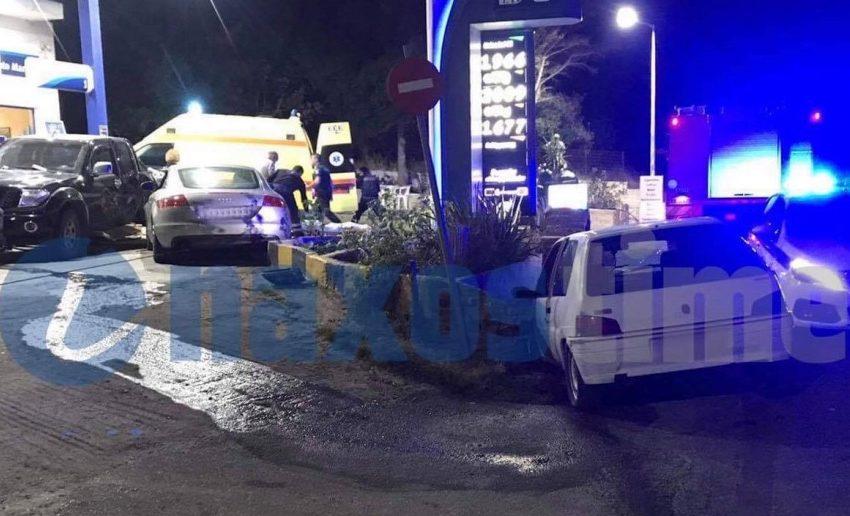 Νάξος: Σοβαρό τροχαίο με τρία οχήματα, το ένα έπεσε σε βενζινάδικο