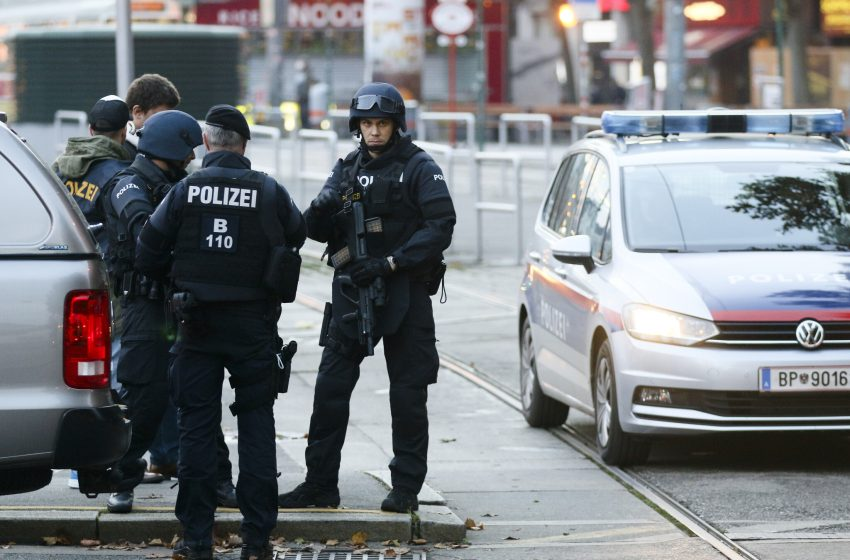 Αυστρία: Οι πρώτες συλλήψεις για το σκάνδαλο Κουρτς
