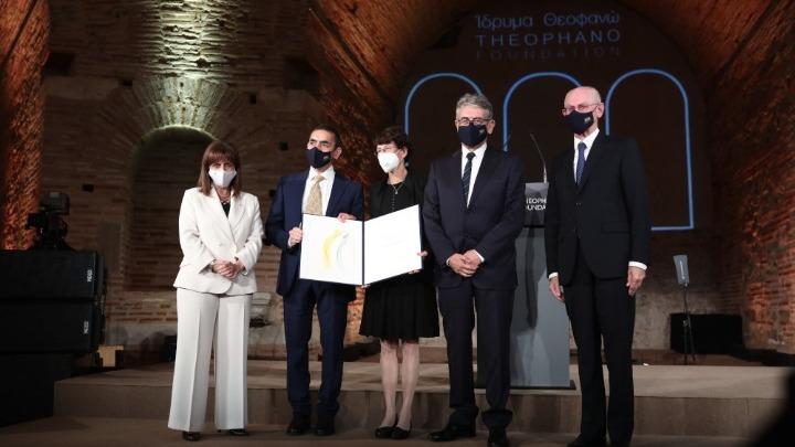 Οι δημιουργοί του εμβολίου της Pfizer/BiοNTech παρέλαβαν το βραβείο Αυτοκράτειρα Θεοφανώ