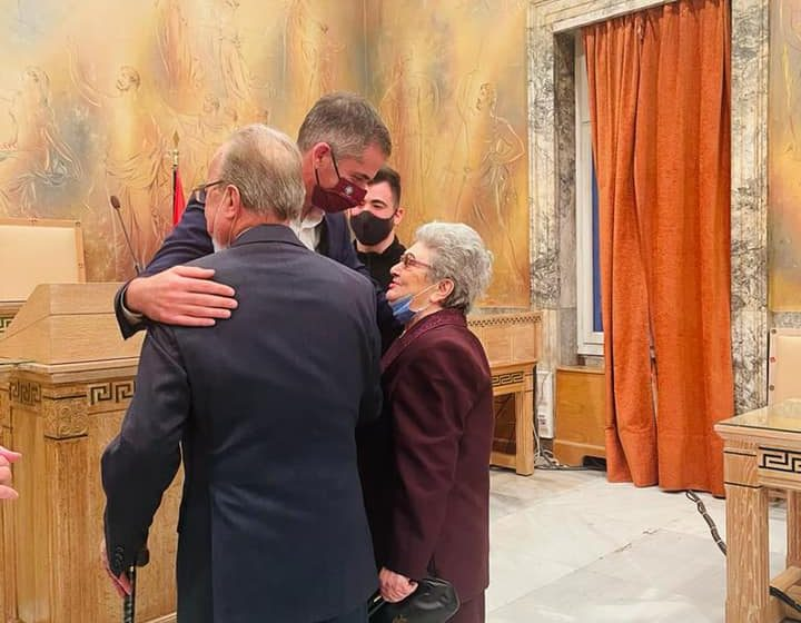 Κώστας Μπακογιάννης: Πάντρεψε 87χρονο με 85χρονη