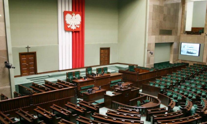 Πολωνία: Άρθρα των Ευρωπαϊκών Συνθηκών υπονομεύουν την εθνική κυριαρχία της χώρας