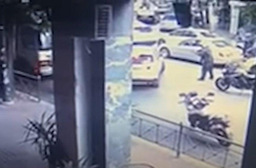 Ντοκουμέντο από τους πυροβολισμούς στο κέντρο της Αθήνας (vid)