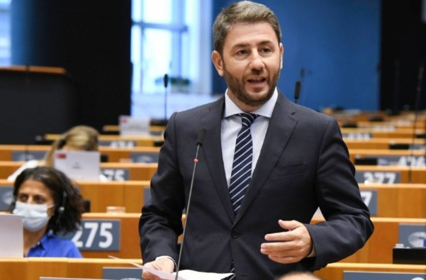 Ανδρουλάκης: Περαστικά στη Φώφη Γεννηματά- Αναστέλλω την προεκλογική μου δραστηριότητα