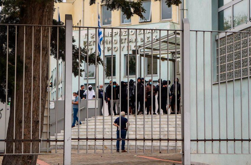 Μητέρα μαθήτριας στο ΕΠΑΛ Σταυρούπολης: Η ζωή της κόρης μου κινδυνεύει (vid)