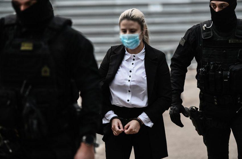 Επίθεση με βιτριόλι: Στο Δικαστήριο η Κακαράντζουλα για την απολογία της