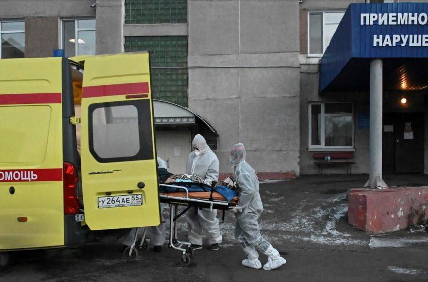 """Κοροναϊός – Ρωσία: Ανησυχία για τα υψηλά επίπεδα θνητότητας – Νέο """"μαύρο"""" ρεκόρ με 895 θανάτους"""