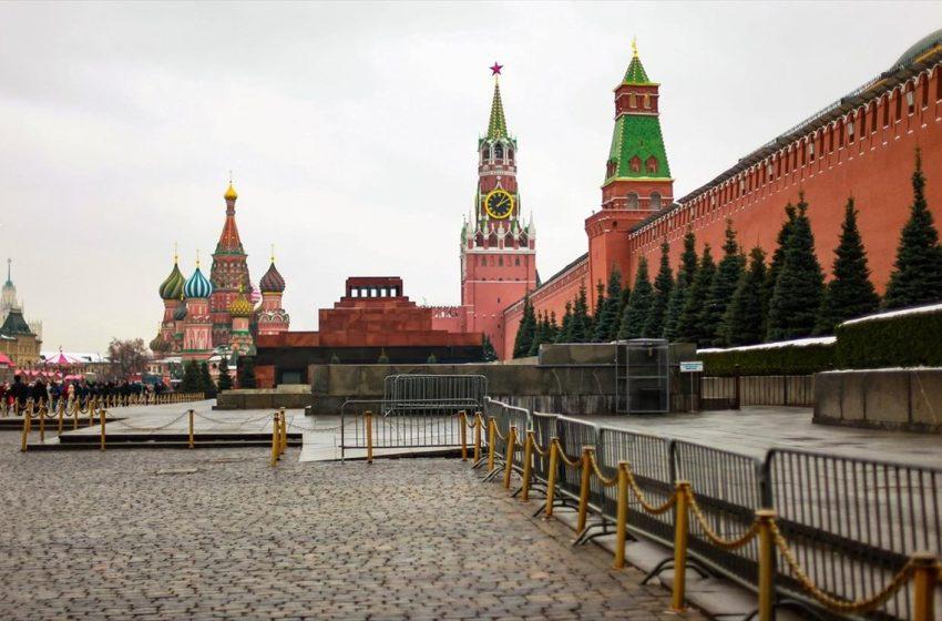 """Το Κρεμλίνο απαντά στο ΝΑΤΟ: """"Οι απελάσεις διπλωματών υπονομεύει τις ελπίδες για διάλογο"""""""