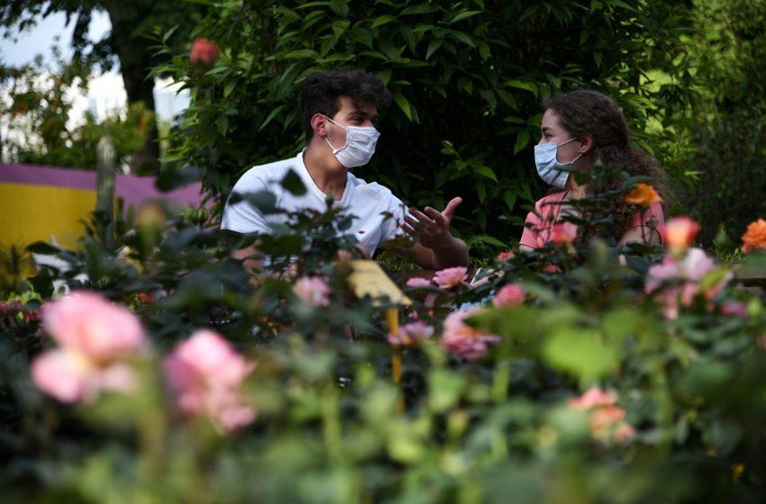 Μάσκες… διπλές: Η επιστροφή του μέτρου – Διαρκείς συσκέψεις για το γρίφο της πανδημίας