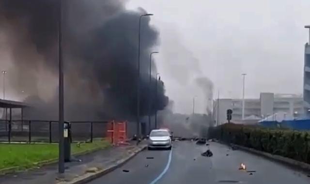 8 οι νεκροί από την πτώση ιδιωτικού αεροσκάφους στο Μιλάνο – Και ένα παιδί μεταξύ των θυμάτων